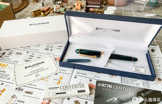 打开后全套包含上墨器(已经用上了)、一次性墨囊、不会看的说明书、保证书