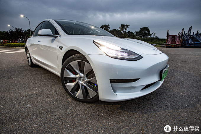 加速就像坐飞机,而且使用费用低,这个电子产品真香——特斯拉Tesla Model 3试驾感受