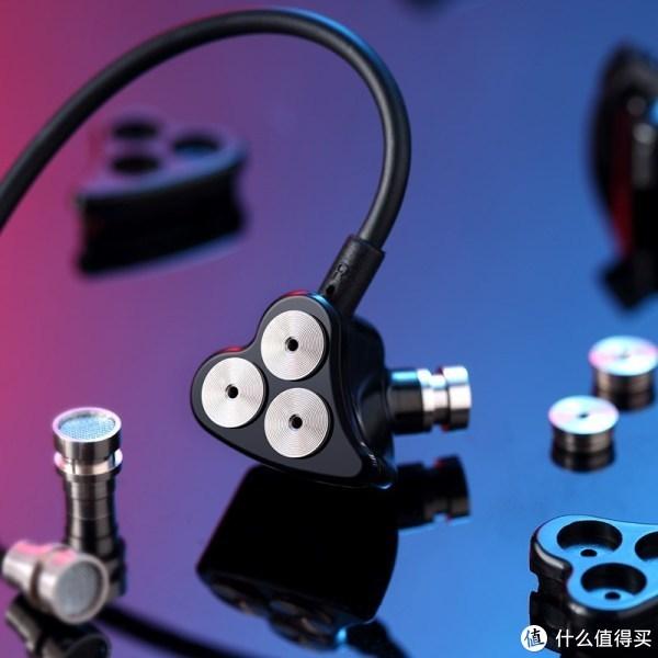 东亚千元内耳机市场中,高性价比、高新鲜度史诗级盘点与深锐观察
