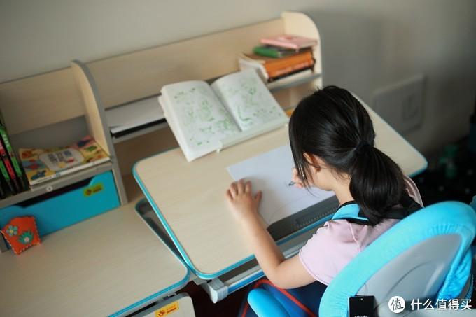 如何尽早养成孩子的好习惯——黑白调学习时光儿童桌椅评测