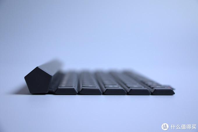 对了,该键盘电源开关还采用了霍尔元件,展开即开,卷合即关,这也算是一个人性化的方便点吧