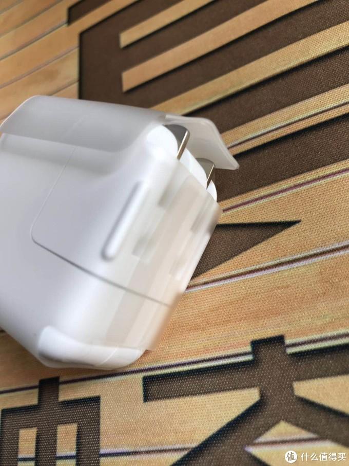 金属头这边还有两个厚塑胶垫,防止金属脚磕碰