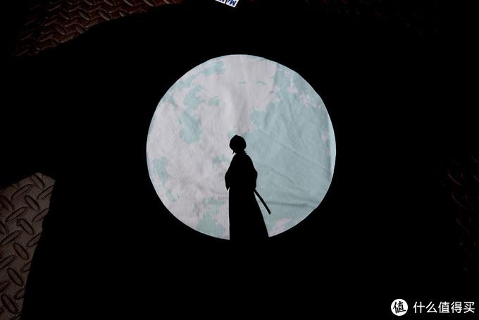 背面整体图。这个月亮还是翡翠的亮的,而且上面还有很多的细节。