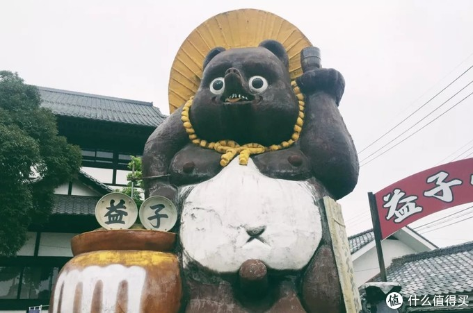 这个蠢萌的熊雕塑,是益子的地标