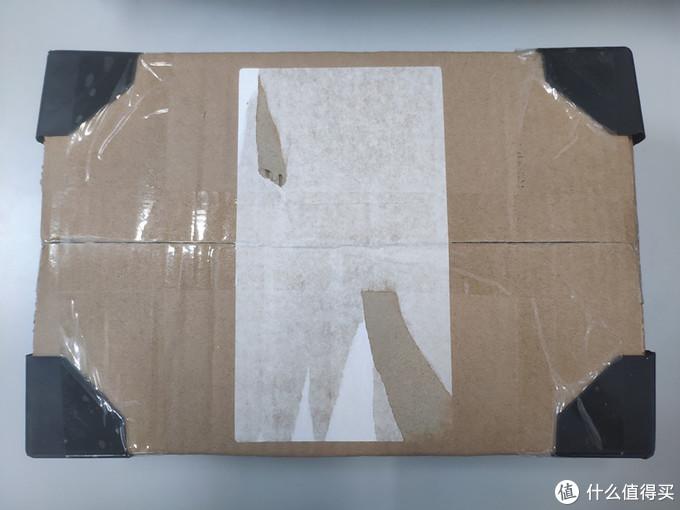 箱子的四角都用了加固配件,对于桌游玩家来说,这个相当给力了,毕竟一个完美盒的还是很重要的