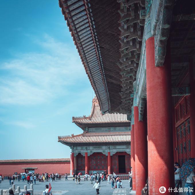蓝天·白云·中国红