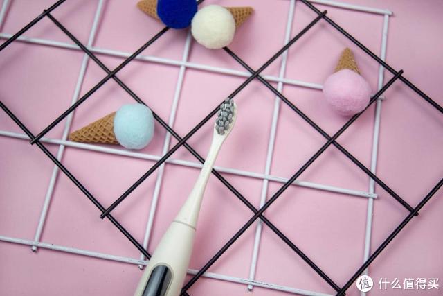 这款内置触摸屏的电动牙刷,竟能如此强力清洁牙齿?