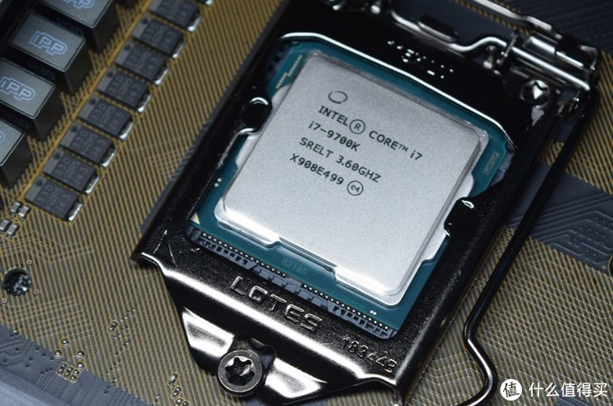 吃用生活品必买,但大头还是CPU、校色仪和主板