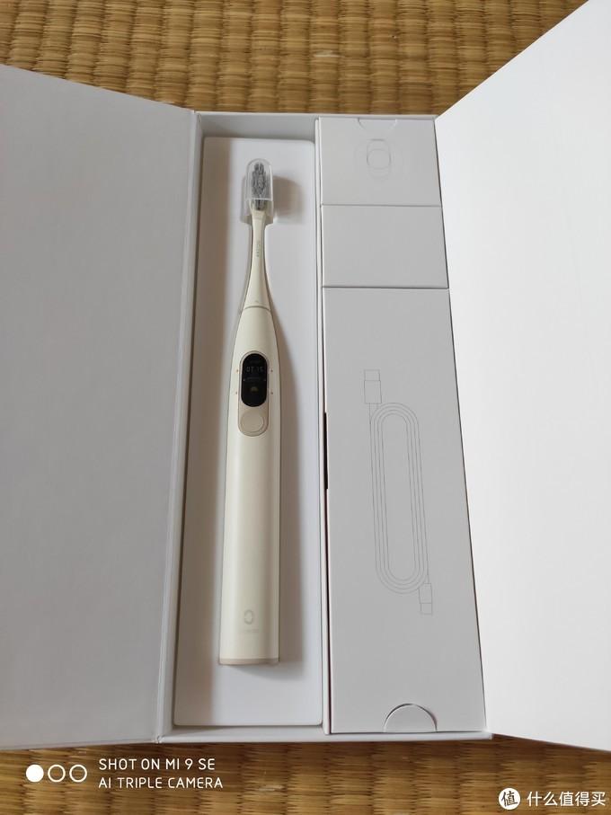 触屏?彩屏?蓝牙?又智能?却不是手环的Oclean X电动牙刷使用实测