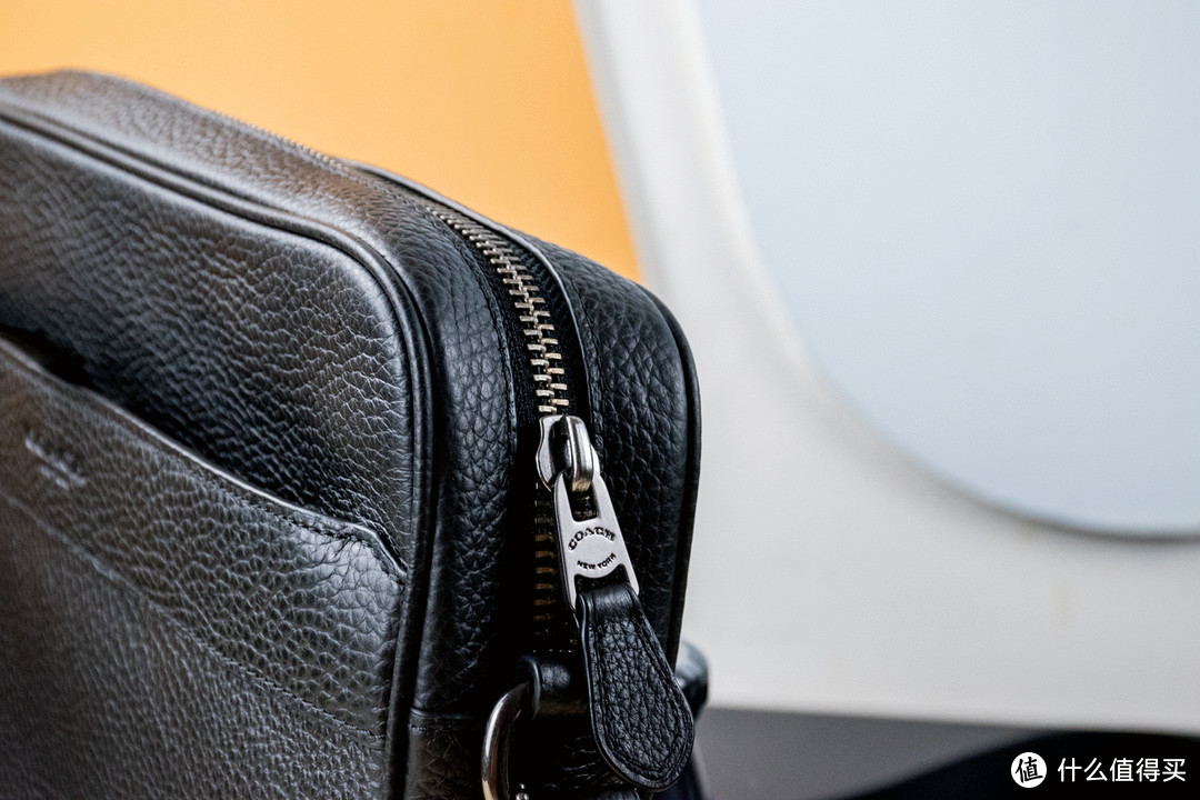 低调实用,正品好价-618入手的 COACH 蔻驰 男士黑色真皮单肩斜挎包 F24876
