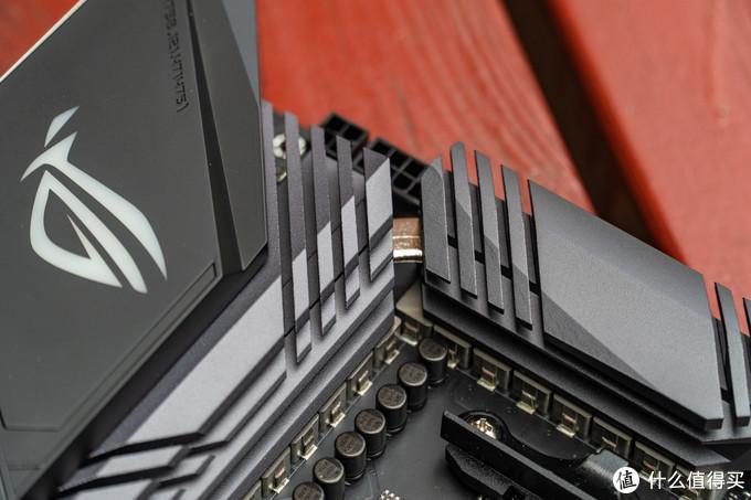 两个散热片由热管相连,可以均分热量提高散热效率