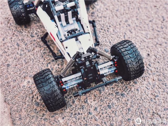 享受积木拼接的乐趣,积木 沙漠赛车体验