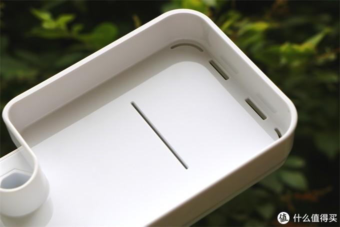 一个简单的置物架将空间转化为平台使用—大白小方盒易装置物架