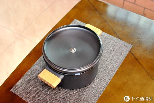 天然精铁铸造,轻松烹任健康美味:圈厨无涂层精铁汤锅