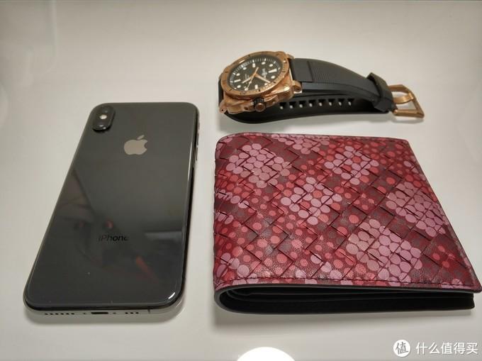 俗话说,手机、钱包、手表是男人出门的三大宝物(我瞎编的)。事实上,随着移动支付的便捷,只剩下手机才是出门必需品,顶多加上身份证吧。手表和钱包更多的是品味和生活习惯的象征。