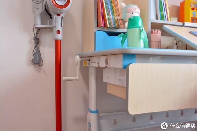 习惯要从小培养,黑白调学习时光 HZH020024US 升降儿童桌椅套装体验