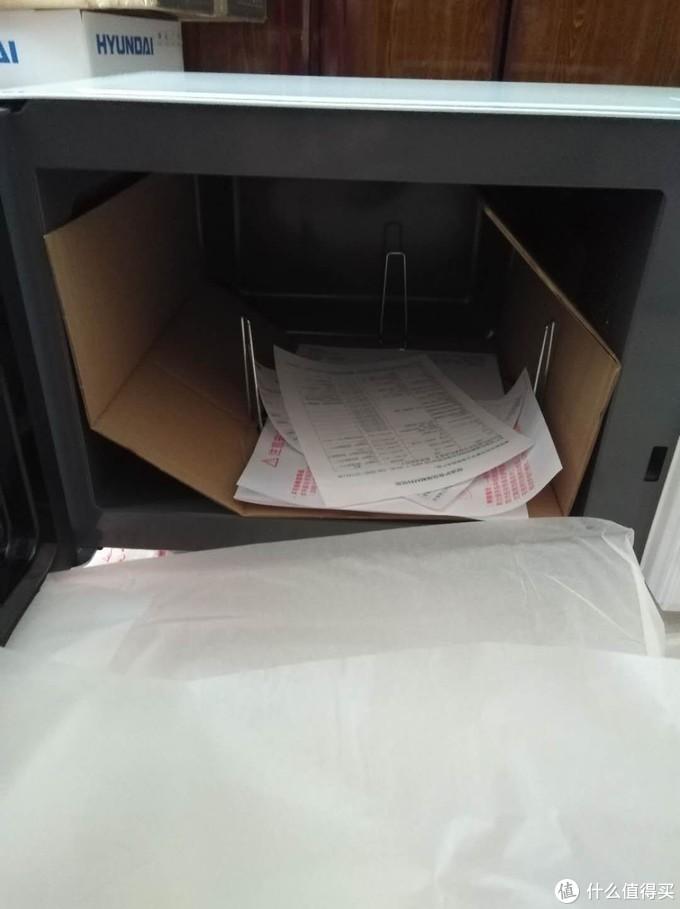 各种证书保修单和支架