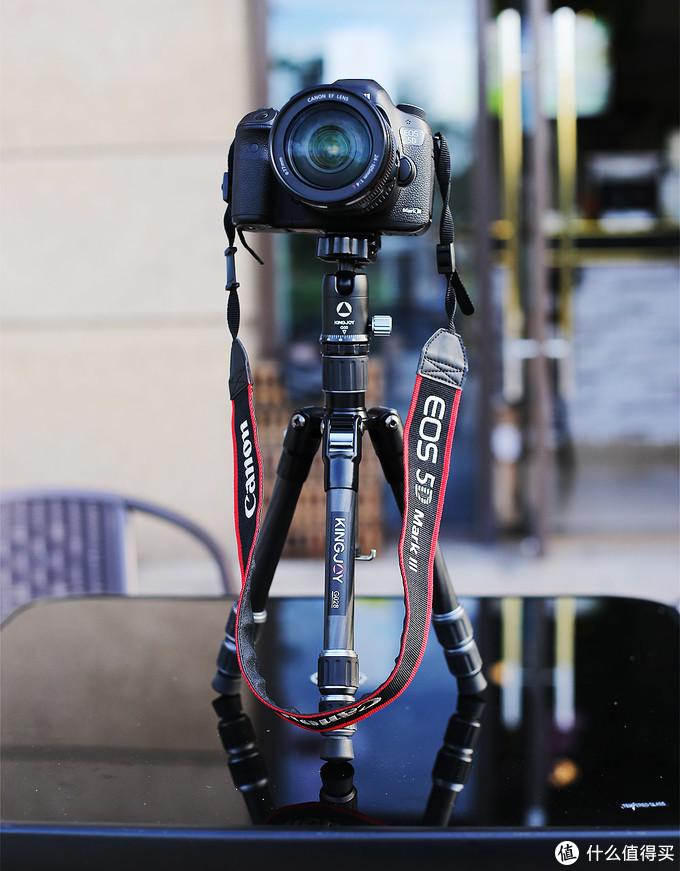 相机横拍,什么角度都可以很稳定。