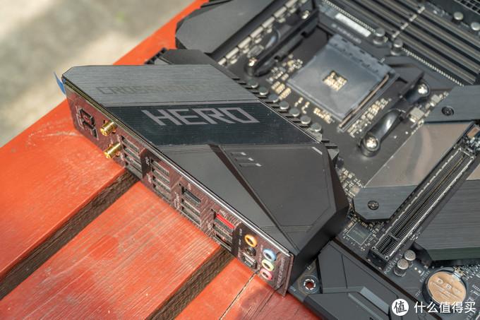 """I/O区护甲和M11H基本一致,但是增加了""""HERO""""字样以及其灯效"""