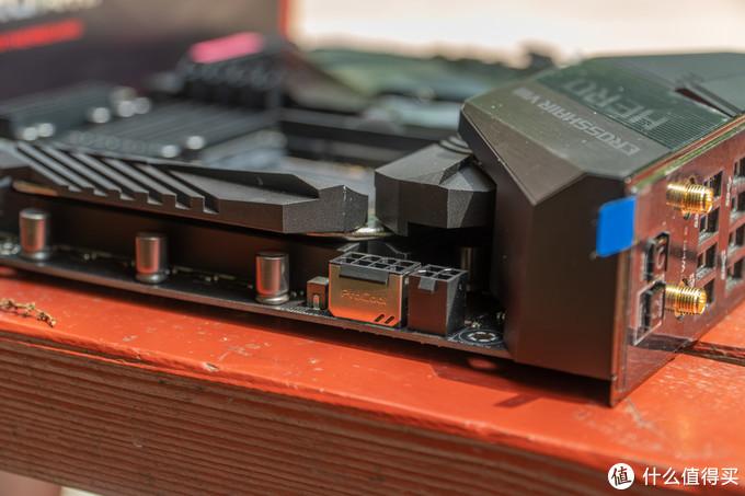 其中主要的8PIN接口有PROCOOL设计,有利于供电口的散热