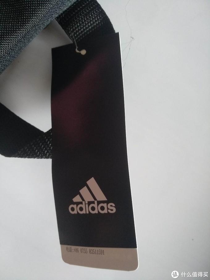 阿迪达斯adidas的中号双肩背包(结构简单,重量超级轻巧)运动休闲包