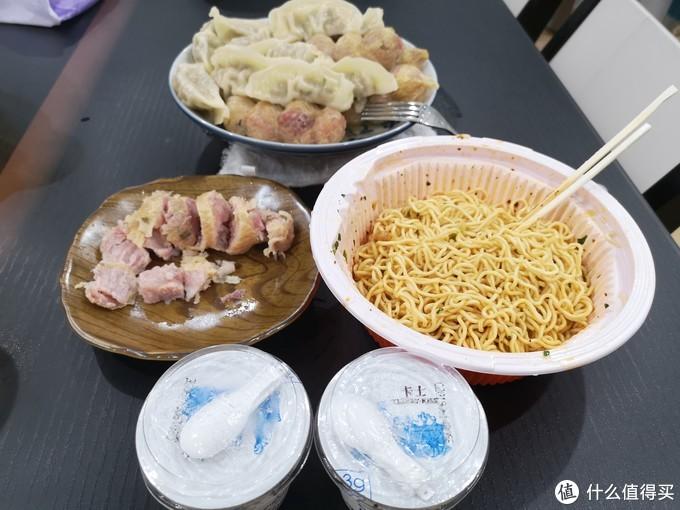 29号深夜,其实就吃了拌面,还有酸奶,一个小肚,一个饺子