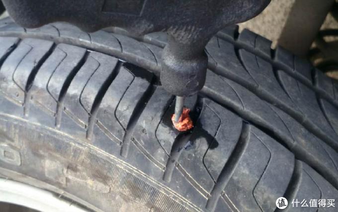 补胎胶条扎到位,估计轮胎内侧有2CM长了吧