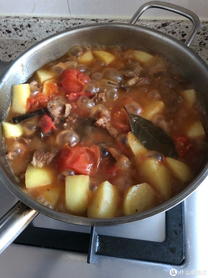 近几年才在网上看菜谱学到的番茄炖牛肉,一下子俘获了我的胃