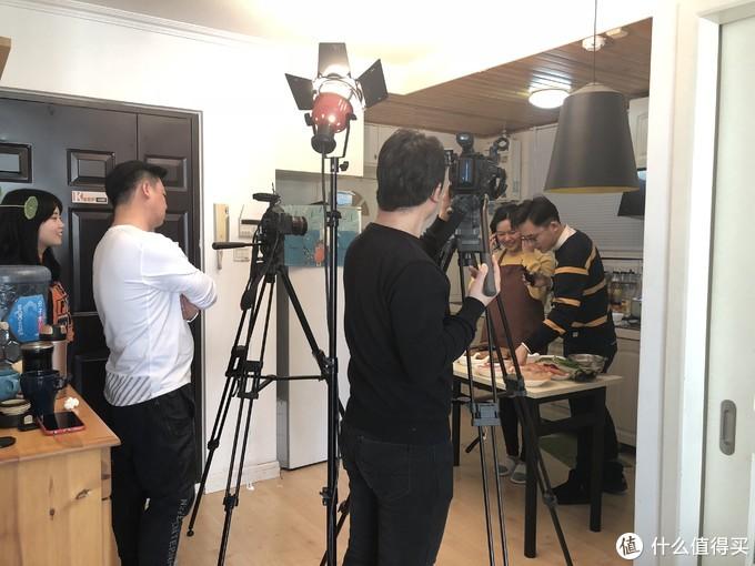 与北京电视台合作拍摄美食节目现场