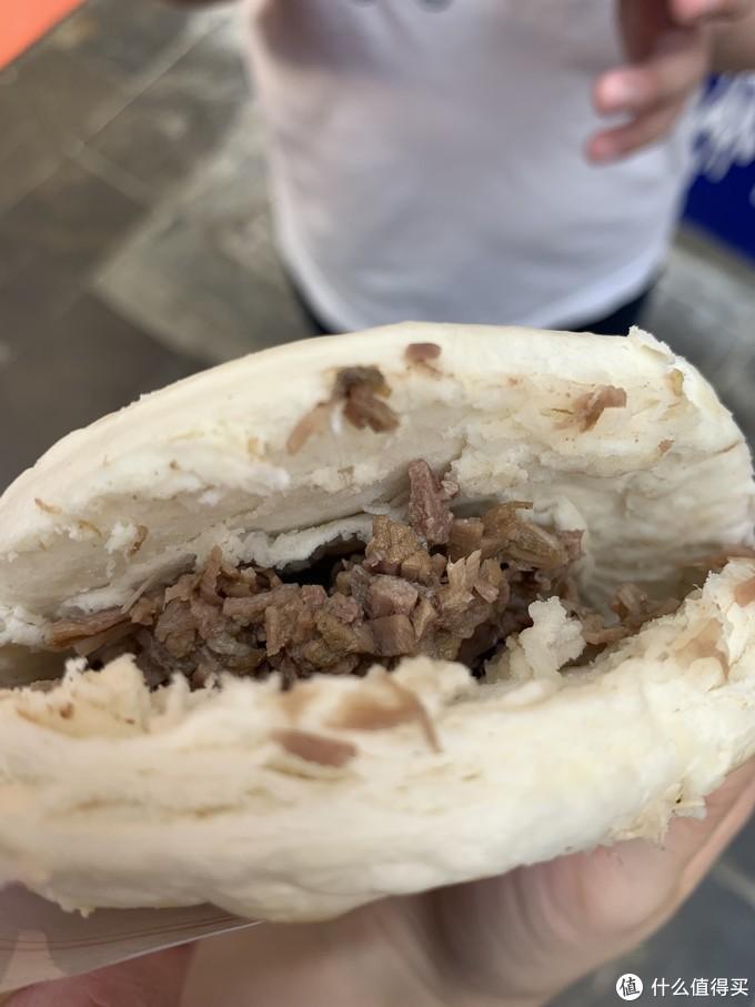 纯瘦肉的肉夹馍如果不放点辣的话的确有点淡,但是小孩不吃辣,只能这样原味的了