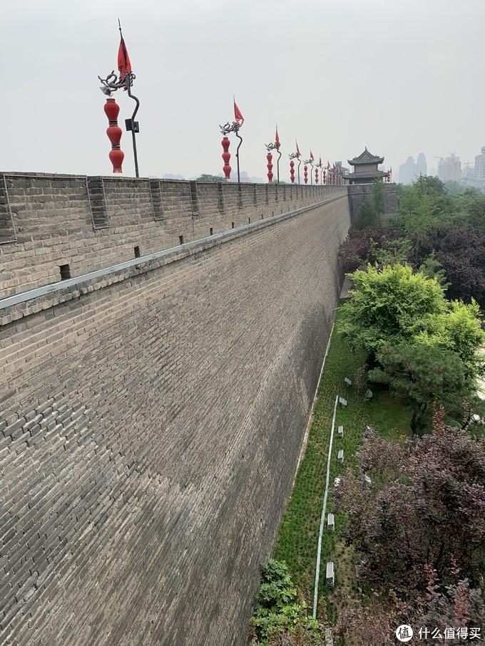 古代打仗攻城真的难啊,这么高的城墙 ,摔下去就半死了,何况还有落石、圆木