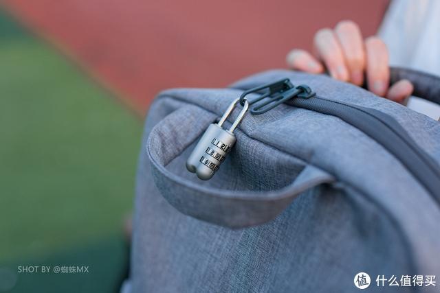 宜丽客双肩包:一机两镜+笔记本,一款通勤旅行两不误的摄影背包