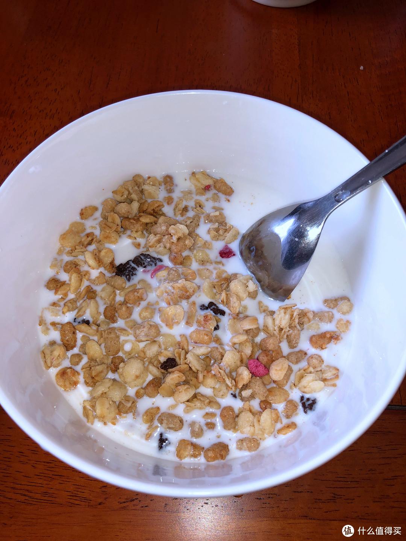 吃货打卡第一天,美味早餐一分钟搞定-卡乐比水果麦片 巧克力曲奇风味
