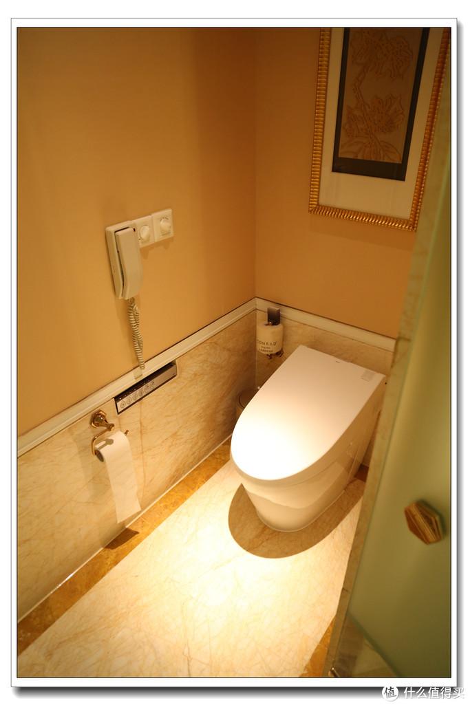 卫生间和上海华尔道夫一样是感应一体式的