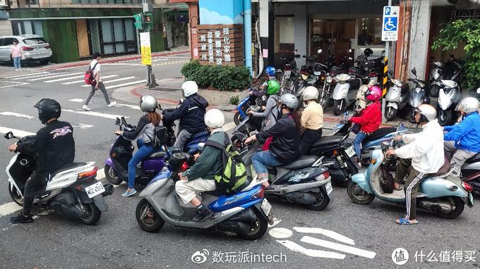 台北街头的摩托车大军