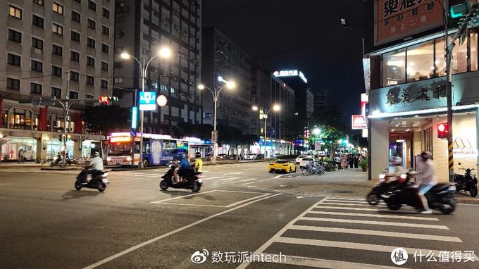 速度干到70km/h是台北街头常见的事情