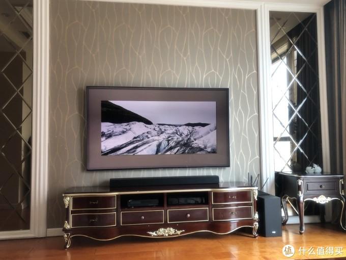 平时放在家里就是这样的,配合上电视的壁画墙,既省地方,也没有违和感