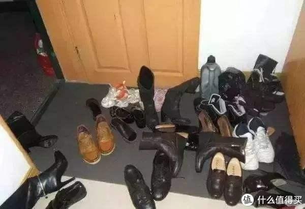 网图,堆满鞋子的门口