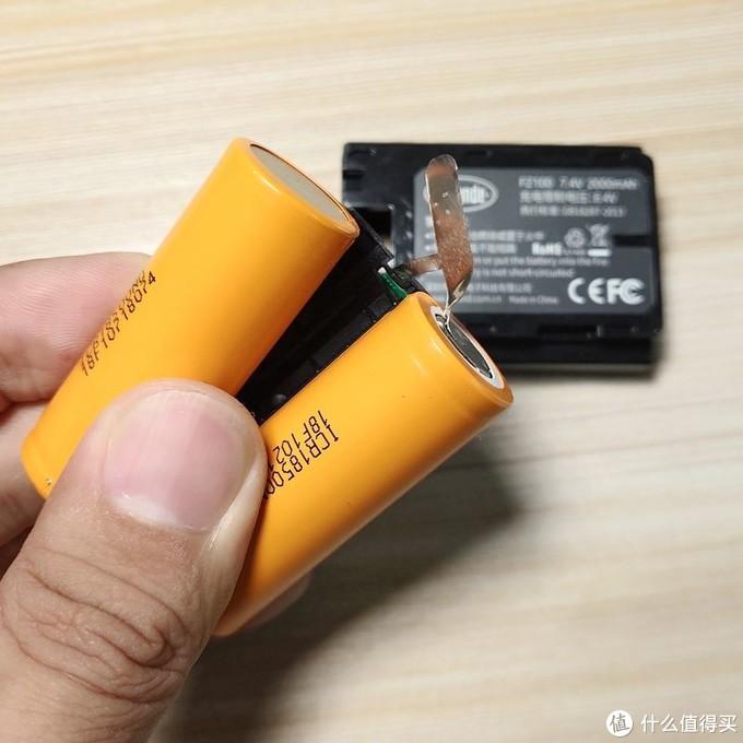▲斯丹德的电芯和金属片可以很容易的分离。