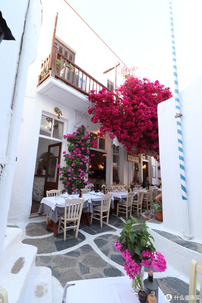 小巷中的餐馆,此时用餐人还不多