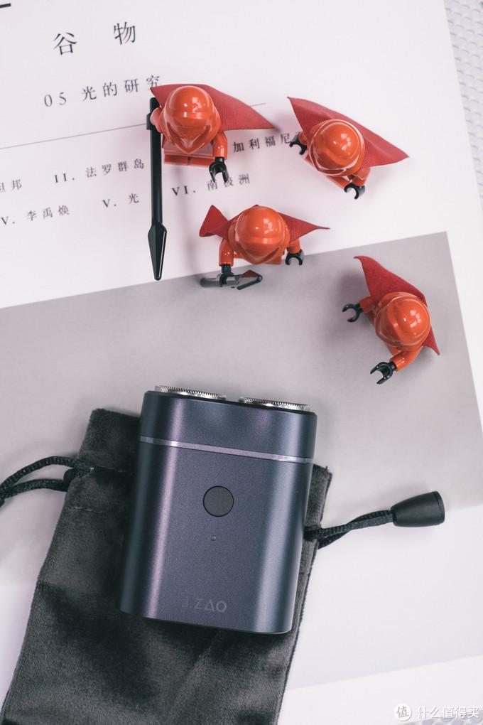 出行旅游,小巧不占用旅行箱空间的好物品:京东京造便携剃须刀 青春版