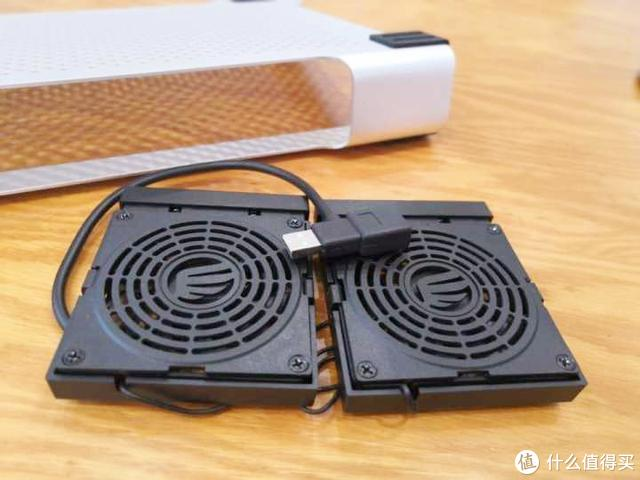 告别夏日电脑蓝屏死机,一款笔记本散热器是否真的重要?