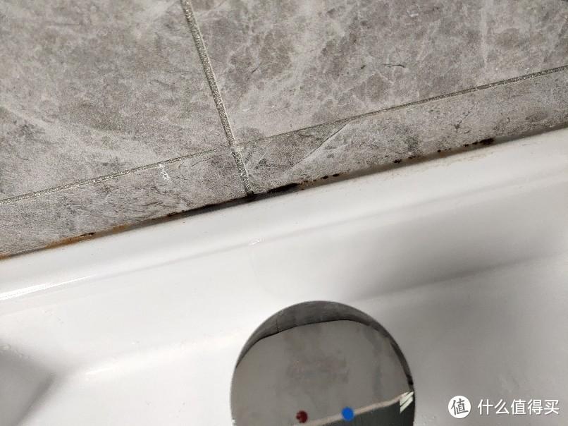 台盆柜发黑的地方,厨房洗菜盆更严重
