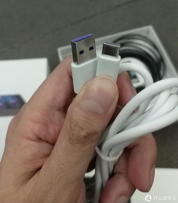 TPYE-C连接线感觉比较粗壮