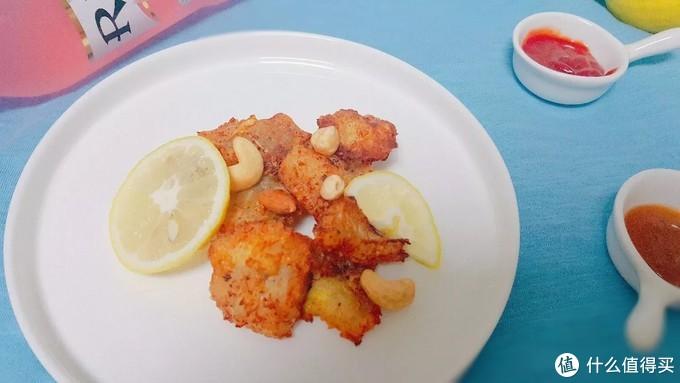 美味诱人的鳕鱼柳,挤些柠檬汁烹饪,馋得让人流口水