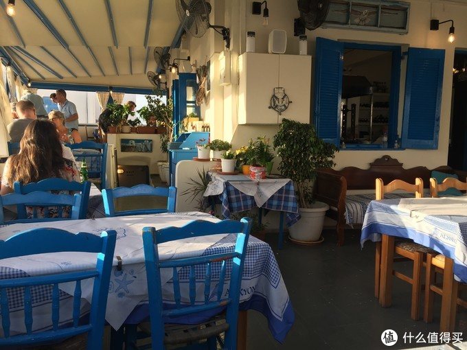 这家餐厅在主路上并不靠海,所以用餐人不多