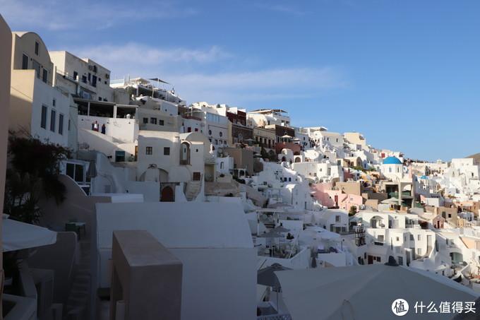 这边上全是各个悬崖酒店依山而建,简直密密麻麻