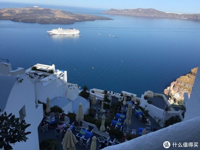 同样角度白天照一张,可以看到海面上的大游艇了