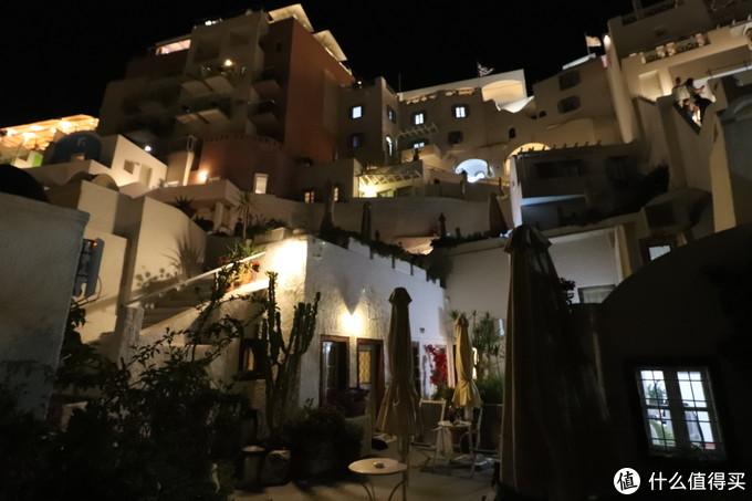 从酒店底层看上去有点重庆洪崖洞的样子