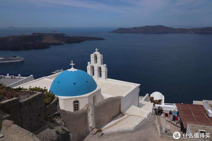 这边是传说中的蓝顶教堂了,咋看之下也就如此,不如伊亚那三个一起的蓝顶教堂好看。主要是它旁边的建筑没刷漆啊